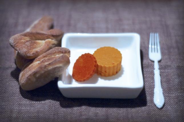Micropagnottine di farro, gelée di carote e harissa alla rosa, gelée al pomodoro caramellato.
